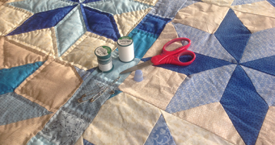 acolchado a mano de una colcha de patchwork