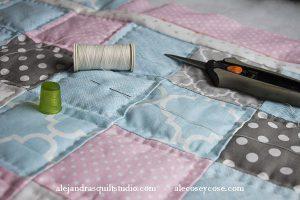 como hacer una colchita patchwork para bebe