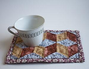 tumbling blocks mug rug tutorial