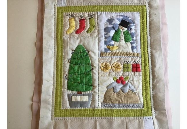 Acolchado Y Terminado Del Mini Quilt Navideno